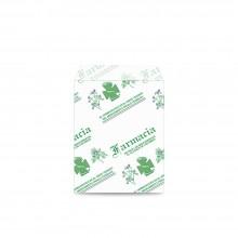 Sobre de papel blanco impreso para farmacia con asa plana con una medida 12x17 centímetros.