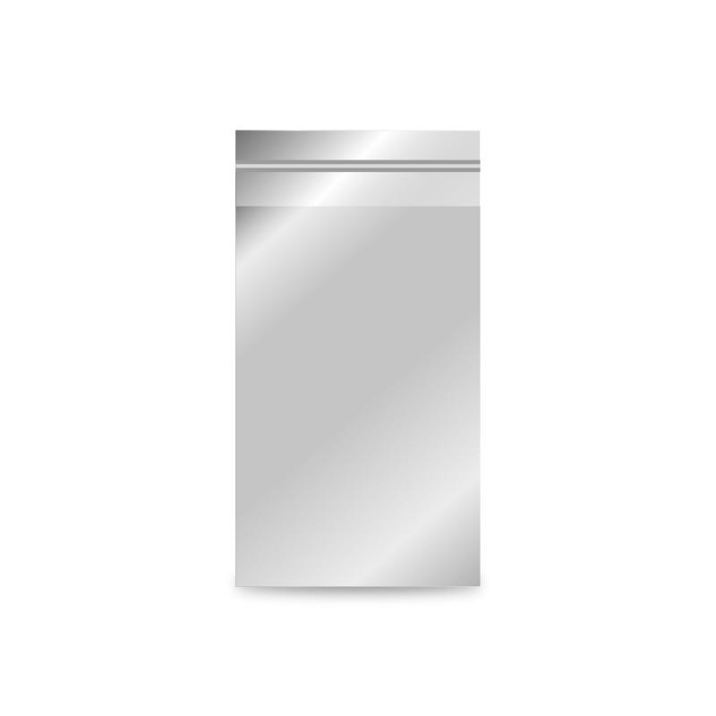 Sobre de plástico metalizado color plata, con una medida de 8x15/12,5 centímetros.