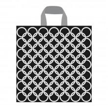 Bolsa de plástico reciclado con un diseño de aros color plata para tienda con asa de lazo en tamaño 35x40/35 cm