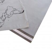 Sobres de plástico reciclado para mensajería con una medida de 35x47 centímetros, con adhesivo.